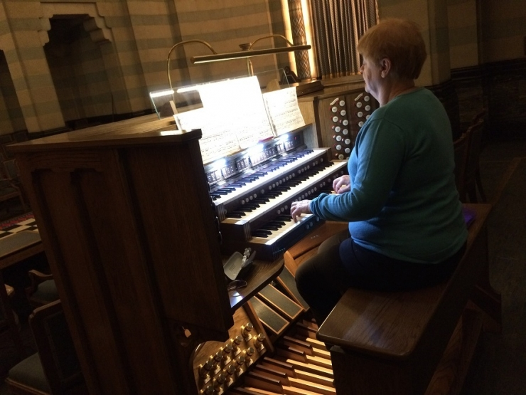 Camilla becomes the first RCO pupil to practice on the Temple 10 organ