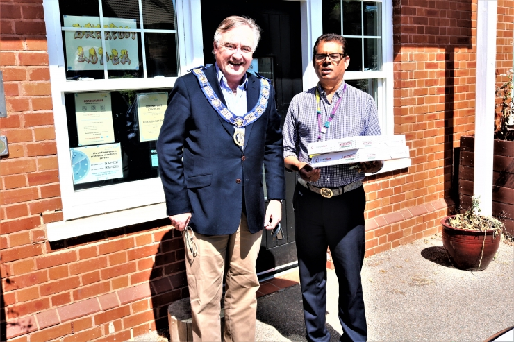 https://www.freemasonrytoday.com/more-news/provinces-districts-a-groups/west-kent-freemasons-donate-cakes-and-electronic-tablets-to-oxleas-nhs-trust